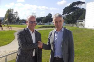 David Besnardiere, directeur général d'Argel et Stéphane Maby ont signé le partenariat entre Argel et le Fonds de dotation de la Mer © Le Fonds de Dotation de la Mer